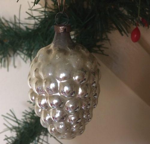 Antieke oude grote vrucht van dun geblazen glas met mooi patine in zilver begin 1900