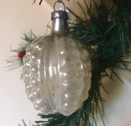 Antieke vrucht een braam van vliesdun gepatineerd glas in zilver begin 1900