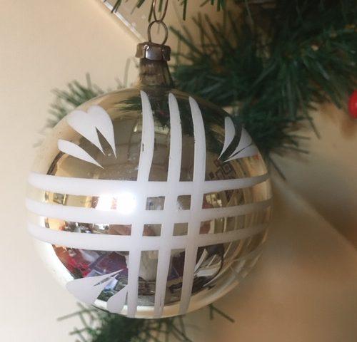 Antieke oude kerstbal van dun geblazen glas in zilver 1e kwart 1900