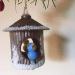 Oude antieke Kerst vogelkooi met 2 vogels plastic jaren 1960