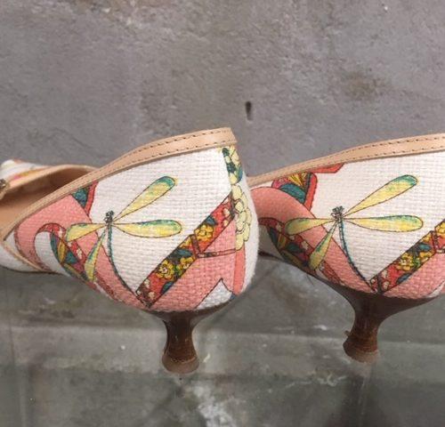 Vintage zomerse pumps van Salvatore Ferragamo van leer en katoen met libellen