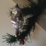 Oude antieke kerstman van dun geblazen glas in zilver op klem of veer midden 1900