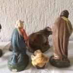 Antieke 11 delige kerstgroep van papier mache kerst figuren 1e kwart 1900