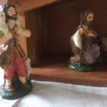 Oude stal uit het Erzgebirge met figuren van early plastic Italy jaren 1950