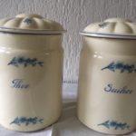 2 voorraadpotten suiker en thee met blauw bloempje Plazuid Gouda