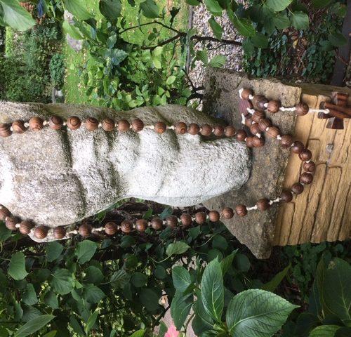 Giga grote franse rozenkrans met dikke houten kralen en kruis