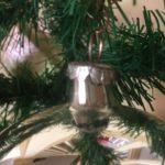 Oude giga grote kerstbal van dun geblazen glas in zilver midden 1900