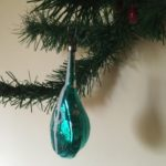 Oude antieke kerstbal een luit van dun geblazen glas in paraiba blauw 1e kwart 1900