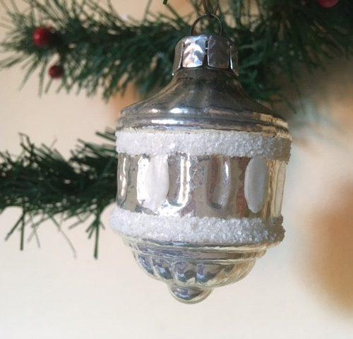 Oude kerstbal een lampion van dun geblazen glas in zilver 3e kwart 1900