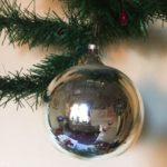 Giga grote oude kerstbal van dun geblazen glas in zilver
