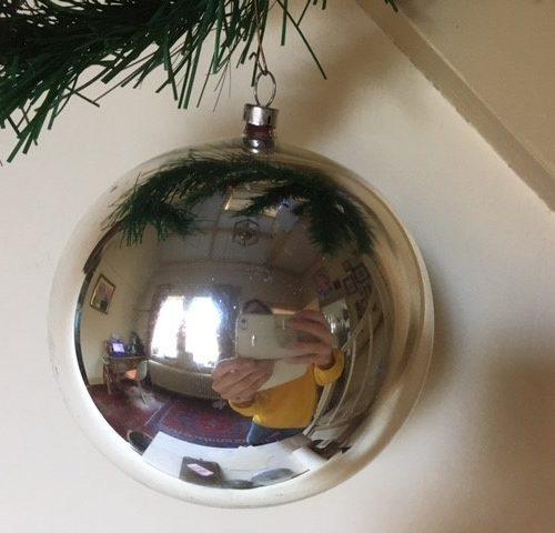 Antieke oude giga grote kerstbal van dun geblazen glas in zilver 1e kwart 1900