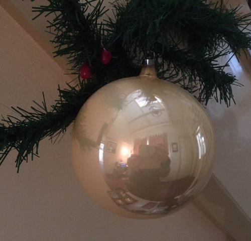 Oude antieke, giga grote gouden kerstbal van dun geblazen glas 1e helft 1900 (zwa)