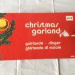 Oude retro garland of Kerst slinger van tinsel in zilver en roze 1950-1960