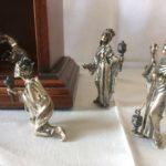 Zilveren 1e gehalte 16 delige kerstgroep  in een mahoniehouten kerststal