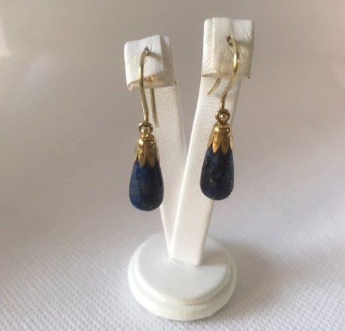 14 kt. geelgouden oorhangers met druppels van lapis lazuli