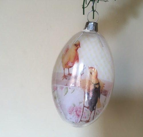 Oude bijzondere Kerst of Pasen bal van glas met voorstelling van Kip en Haan