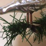 Antieke oude grote Kerst vogel van dun geblazen glas in zilver op 2 poten 1e helft 1900
