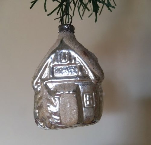 Oude antieke kerstbal een huis van dun geblazen glas in zilver 1e helft 1900