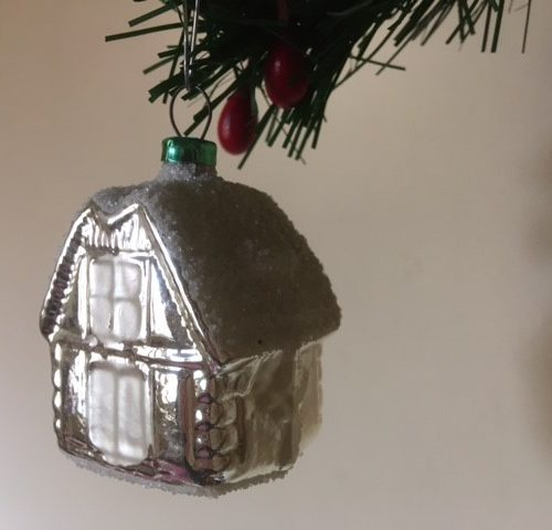 Antiek oud huis een kerstbal van dun geblazen glas in zilver midden 1900