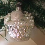 Antieke oude kerstbal een besneeuwde fruitmand van dun geblazen glas 1e kwart 1900